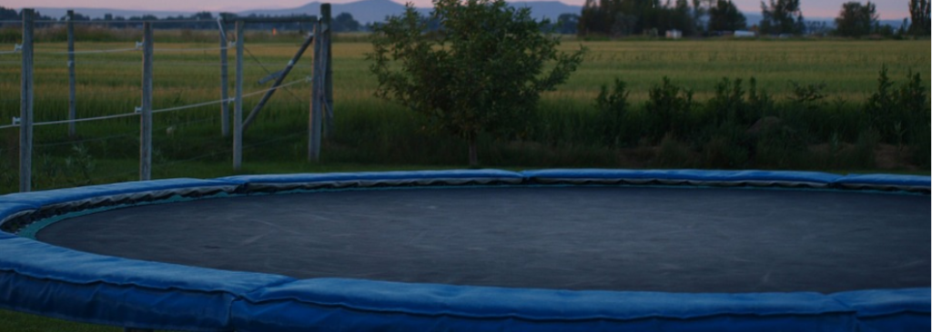 berg trampolin rechteckige und ovale trampoline gasthaus waldblick. Black Bedroom Furniture Sets. Home Design Ideas