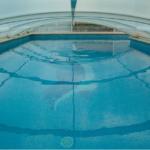 Wasserverschmutzung vermeidet man mit einer Pool Überdachung